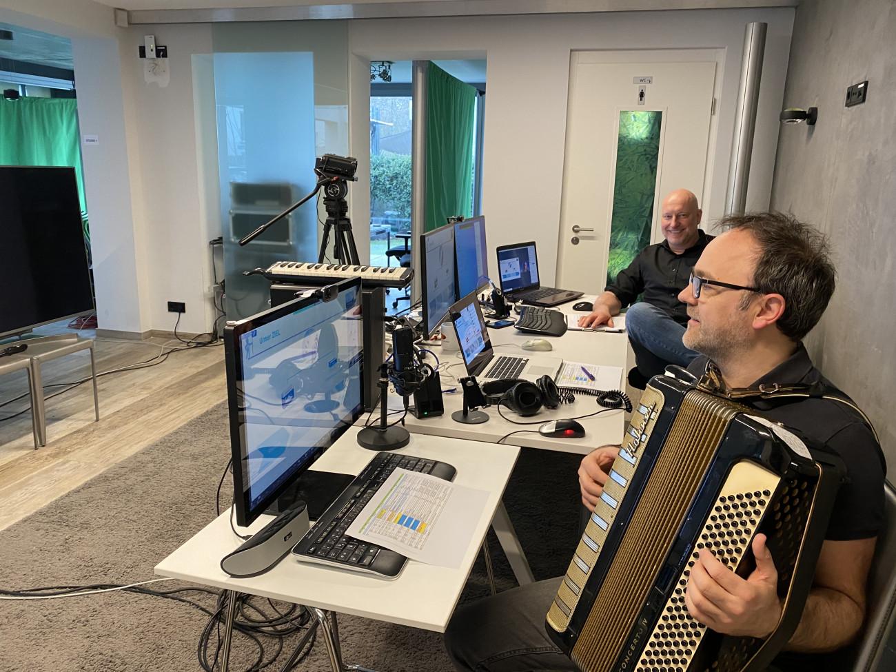 Jammin´Cool Heiko Schulz, Livemusik im Einsatz bei Corporate Events  im digitalen Raum Oliver Becker