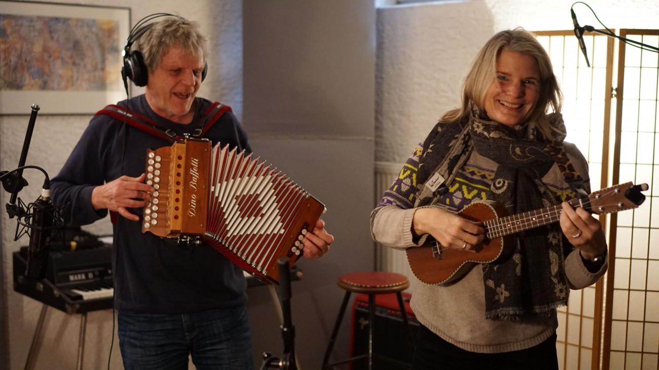 Anikuni  Paul Reinig und Kirsten Gödeke, Mitsing-Konzert to go Foto: Jürgen Losigkeit, Atlas Tonstudio Oberotterbach